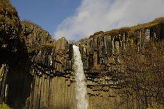 신기한 괴암절벽에서 쏟아지는 물줄기