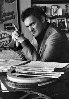 Quentin Tarantino. Se ele não fosse diretor, roteirista e ator de cinema, provavelmente ele seria um serial killer sociopata. O talento dele para escrever violência, dirigir cenas de 5, 6, 10 minutos sem cortes e produzir um longa-metragem com o mínimo de verba é inigualável. É por isso que outros diretores amam Tarantino. A nova geração de grandes diretores.