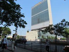 Sede de la Organización de las Naciones Unidas, 1950. Las bases del diseño se basaron en el proyecto de Le Corbusier conocido como «Scheme 23A».