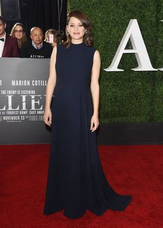 Marion Cotillard en Dior sur le tapis rouge à première du film The Allied à Los Angeles