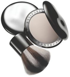 Chantecaille HD Perfecting Powder in Universal shade. Chantecaille's revolutionary skin smoothing powder goes on without a trace leaving only a flawless, matte finish. The hydrating formula is available in one universal shade that is invisible on, and appropriate for, all skin tones. Worn over makeup, the translucent powder gently sets foundation ensuring long lasting wear.