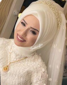 Wedding & Care – Best Of Likes Share Muslim Wedding Gown, Hijabi Wedding, Wedding Hijab Styles, Wedding Robe, Muslim Wedding Dresses, Muslim Brides, Pakistani Bridal Dresses, Muslim Girls, Hijab Style Dress