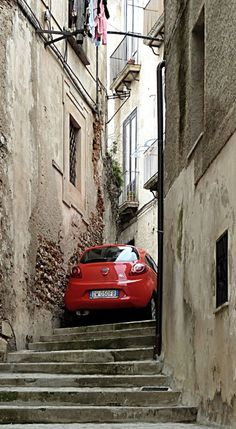 Cosenza, Calabria, Italy // by Pom' on Panoramio It amazes me every time to see how the Italians put away their cars. Capri, Naples, Palermo, Places To Travel, Places To Visit, Italian Style, Sicily, Monuments, Italy Travel