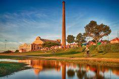 A Usina do Gasômetro é um dos pontos mais tradicionais para ver o famoso pôr-do-sol de Porto Alegre às margens do Lago Guaíba. Além disso é um ótimo lugar para a prática de exercícios ao final do dia. . Conheça nosso banco de imagens de Porto Alegre em Preview.is | Agência Preview . #poa #portoalegre #poars #bah #curtopoa #agenciapreview #rs #instapoa #igerspoa #doleitorzh #lovepoa #turismoemPoA #portoalegrelovers #portoalegreoficial #capitalgaucha #gasometro #usinadogasometro
