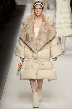 """Fendi Fall Ready-to-Wear 2015/ Please tell me... WHY!?! Or am I not seeing the """"beauty"""""""