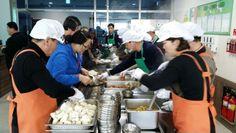 2014년 1월 29일, 강릉노인종합복지관에서 급식봉사를 실시하다.