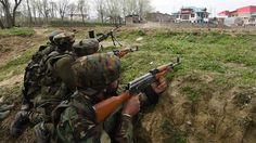 Indian army soldiers take up position during a gun battle with suspected militants south of Srinagar, Kashmir on March 28, 2017. (Photo by AFP)