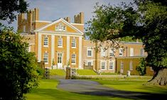 Hampshire: Murder Mystery Evening with Overnight Stay Plus Dinner and Breakfast for Two at The Warbrook House Hotel Glow Party, Spa Party, Teen Party Games, Teen Parties, Birthday Party For Teens, Teen Birthday, Warbrook House, British Grand Prix, Country Hotel