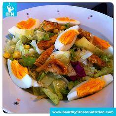 Low-Carb Curry Hühnersalat mit Avocado und Ei | Gesunde Fitness Rezepte - Muskelaufbau & Abnehmen