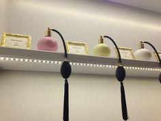 La durree parfum presentatie; prachtig. Branding heel sterk in de store.