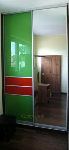 Lustro srebrne oraz zielony i pomarańczowy lacobel http://goryniak.pl/galeria_szaf/szafy63foto.jpg