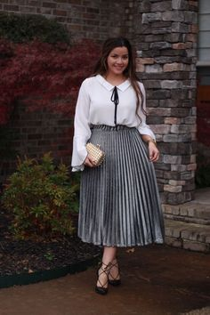9 plus size midi skirts that flatter your silhouette Source by michaelwiddrus casual para gorditas Skirt Outfits Modest, Curvy Outfits, Modest Dresses, Plus Size Dresses, Plus Size Outfits, Formal Outfits, Curvy Fashion, Modest Fashion, Look Fashion