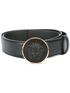 1e0042f0043 Shop Versace round Medusa buckle belt. Lederen Riemen, Herenmode, Feiten,  Stijl,