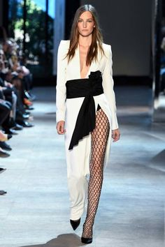 Alexandre Vauthier Fall 2016 Couture Fashion Show Collection Alexandre Vauthier, Style Couture, Couture Fashion, Runway Fashion, Collection Couture, Fashion Show Collection, Bridal Collection, Fashion Week, Fashion Outfits