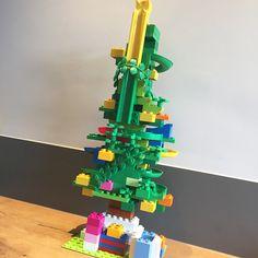 Een Hubelino kerstboom, gebouwd van DUPLO en Hubelino. Een extra bijzondere kerstboom, leuk om mee te spelen voor klein en groot.