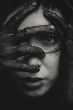 Dark Photography, Creative Photography, Black And White Photography, Portrait Photography, Photography Magazine, Editorial Photography, Dark Art Drawings, Realistic Drawings, Tattoo Maria