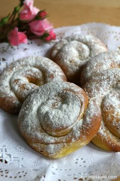 How to make homemade Mallorcan ensaimadas (with step-by-step photos) - Homemade Ensaimadas - Spanish Desserts, Spanish Dishes, Bakery Recipes, Cooking Recipes, Sweet Cooking, Decadent Cakes, Pan Dulce, Latin Food, Donuts