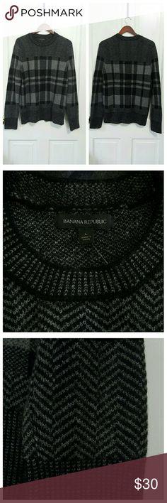 Banana Republic Men's Sweater Banana Republic sweater in a herringbone and plaid pattern in alternating shades of gray and black. Banana Republic Sweaters