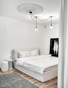 This white apartment in Kiev makes a strong case for monochromatic design. Regardless of practicality, an almost entirely white apartment looks fantastic. Cosy Apartment, White Apartment, Apartment Design, Bureau Design, Black And White Interior, White Home Decor, White Houses, Contemporary Interior, Interior Inspiration