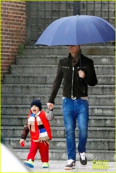 Cristiano Ronaldo: Rainy Madrid Day with Cristiano Jr.: Photo Cristiano Ronaldo holds onto his two-year-old son Cristiano Jr.'s hand as they head out on a rainy afternoon on Wednesday (March in Madrid, Spain. Cristiano Ronaldo Junior, Cr7 Ronaldo, Cristiano Ronaldo 7, World Best Football Player, Good Soccer Players, Portugal National Team, European Soccer, Fc Chelsea, Zinedine Zidane
