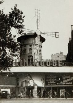 Willy Ronis-Moulin Rouge (Paris), 1938.