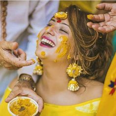 Haldi Shots are supposed to take you back to that fun-filled moment! So Get some super-cool Candid Photography shots for your Haldi Ceremony! Indian Wedding Pictures, Indian Bridal Photos, Husband And Wife Love, Mehendi Outfits, Haldi Ceremony, Indian Wedding Photography, Candid Photography, Photography Ideas, Pre Wedding Photoshoot
