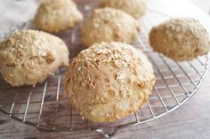 Bread Recipes, Tapas, Hamburger, Muffin, Food And Drink, Breakfast, Bruges, Drinks, Drinking