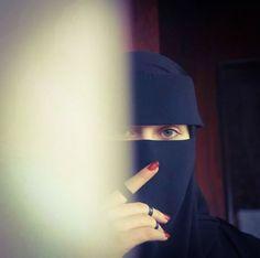 Hijab Niqab, Hijab Outfit, Muslim Girls, Muslim Women, Beautiful Profile Pictures, Hijab Dpz, Girlz Dpz, Niqab Fashion, Eyeliner Styles