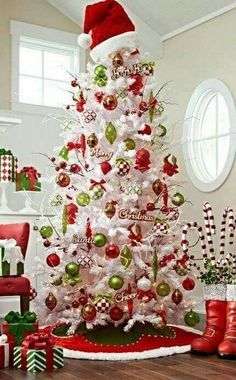 The Most Creative Christmas Tree Ideas For Your Holiday - For . The Most Creative Christmas Tree Ideas for Your Holiday - For christmas tree decorations - Christmas Decorations White Christmas Tree Decorations, Creative Christmas Trees, White Christmas Trees, Christmas Tree Design, Beautiful Christmas Trees, Noel Christmas, Green Christmas, Christmas Themes, Themed Christmas Trees