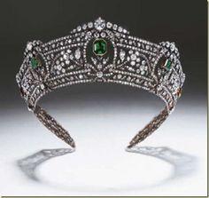 Tiara de diamantes y esmraldas anteriormente de la familia de los barones de Ashburton. - copia