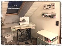 Sewing Room Spool Holder and Wall Decor - Reader Feature - The Graphics Fairy Machine Image, Spool Holder, Antique Sewing Machines, Project Yourself, Chalk Paint, Corner Desk, Shabby Chic, Diy Upcycling, Graphics Fairy