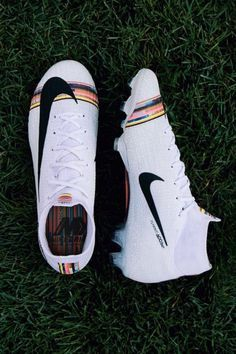 Custom Soccer Cleats, Pink Soccer Cleats, Cheap Soccer Cleats, Womens Soccer Cleats, Nike Soccer Shoes, Nike Football Boots, Soccer Outfits, Soccer Boots, Football Cleats