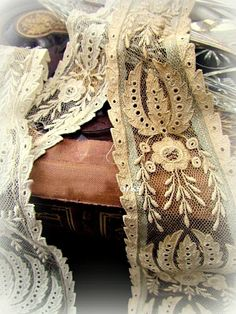 Have you ever seen such amazing lace as this? This is an original Victorian Lace Collar which has recently b. Victorian Lace, Antique Lace, Vintage Lace, Lace Ribbon, Ribbon Work, Lace Fabric, Types Of Lace, Vintage Sewing Notions, Pearl And Lace