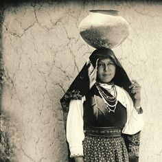 An unidentified Isleta Pueblo woman. No date.