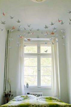 27 Inspiration Image of Origami Decoration Diy Wall Art - topiccraft Diy Origami, Origami Mobile, Origami Paper, Origami Wall Art, Origami Cranes, Origami Ideas, Origami Decoration, Diy Wand, Diy Room Decor