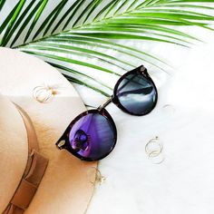 S U N D A Y We had a wonderful weekend with lots of sunshine and now I'm on my way to France attending a conference the whole week. Not real holidays but at least I'm seeing the ocean  By the way I love my polarized sunglasses from GlassesShop Eyewear...I love the purple and blue mirror coating of the glasses  You'll find a review for my new sunnies and more pictures on my blog  . . . . #sun #sunday #sunglasses #sunnies #fashion #accessories #accessoires #details #detailsoftheday #wiw…