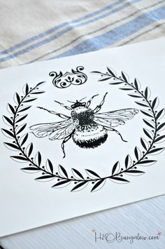 Tutorial to make a DIY Bumble bee apron with free graphic. Print on transfer paper, iron onto your favorite apron or fabric. Paper Embroidery, Embroidery Patterns Free, Embroidery Designs, Bee Drawing, Bee Painting, Bee Fabric, Decoupage, Vintage Bee, Bee Tattoo