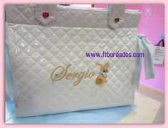 Bolsa personalizada con conejito en aplique, bébé brodé, embroidered baby.  www.ftbordados.com