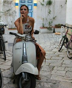 Sexy women on Vespa. Vespa Bike, Motos Vespa, Piaggio Vespa, Lambretta Scooter, Vespa Scooters, Lady Biker, Biker Girl, Motorbike Girl, Motorcycle Girls