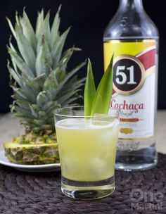 Grilled pineapple and fresh sage are the perfect companions for the cachaca and blanc vermouth in this pineapple cachaca cocktail. Cocktail Drinks, Fun Drinks, Beverages, Cocktail Shaker, Halloween Cocktails, Anna, Martini, Hot House, Bebe