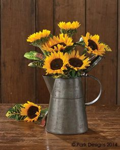 Rustic Tea Pot by Park Designs - Pine Hill Collections Sunflower Room, Sunflower Wedding Decorations, Sunflower Party, Sunflower Kitchen Decor, Sunflower Baby Showers, Rustic Sunflower Weddings, Rustic Sunflower Centerpieces, Yellow Centerpieces, Sunflower Crafts