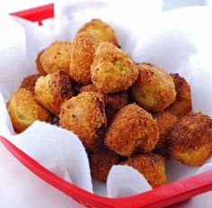 These Fried Mashed Potato Balls are a great way to use up leftover mashed potatoes. Not to mention they are easy and addictive! Fried Mashed Potatoes, Cook Potatoes, Cheesy Potatoes, Fried Salmon, Balls Recipe, Potato Dishes, Indian Food Recipes, Love Food, Appetizer Recipes