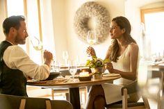 Genießen Sie die 5-Elemente-Lehre der Traditionellen Chinesischen Medizin in unserem TENZO Post Hotel, Restaurant, Table Settings, Couple Photos, Couples, Traditional Chinese Medicine, Health, Couple Shots, Diner Restaurant