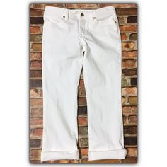 💠SALE💠 Tory Burch white cropped jeans, sz. 27 Excellent condition!!  Bundle discounts available! Sorry no trades 😊 Like what you see? Please check out all my listings and follow me! Instagram: dejavuapparel Pinterest: dejavuapparel  Twitter: _dejavuapparel Tory Burch Jeans Ankle & Cropped