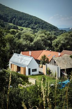 Image 6 of 23 from gallery of Wooden Brick House / Jaro Krobot. Photograph by Martin Karšňák Wooden Barn, Arch Interior, Interior Design, Modern Farmhouse Exterior, Village Houses, House Layouts, Contemporary Architecture, House Architecture, Traditional House