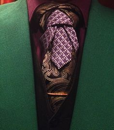 A 2 tie variation of what I call an Iris Knot. There's a few extra steps involved that frame the top portion of the knot a bit more, but it was worth the effort. Neckties, Tie Knots, Gentleman Style, Men's Fashion, Fashion Tips, Men's Accessories, Men's Style, Effort, Suits