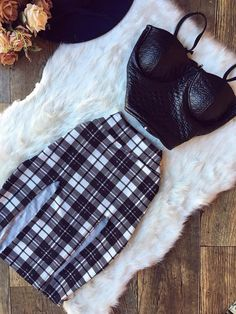 Lindo❤ White Outfits, Simple Outfits, Casual Outfits, Girl Outfits, Dark Fashion, Teen Fashion, Autumn Fashion, Womens Fashion, Mode Rockabilly