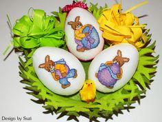 Design by Suzi: Polystyrénové vajíčka so zajačikmi Crossstitch, Easter Eggs, Christmas Ornaments, Holiday Decor, Spring, Design, Scrappy Quilts, Seed Stitch, Cross Stitch