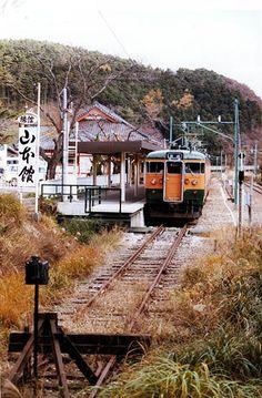 弥彦線弥彦 Electric Locomotive, Steam Locomotive, Japan Train, Bonde, Train Tracks, Wonderful Places, Railroad Tracks, Scenery, Around The Worlds