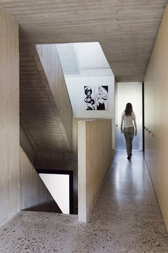 Concrete House and Office in Antwerp Belgium by Cupers & Q Architecten Terrazzo, Concrete Forms, Concrete Houses, Minimalist Architecture, Interior Architecture, Concrete Ceiling, Concrete Interiors, Antwerp Belgium, Polished Concrete